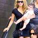 Shakira, és fia, Milan a Los Angeles-i LAX reptérre érkeztek kettesben
