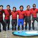 Iddo Goldber, Josh Bowman, Todd DiCiurcio, Kalani Robb, Alek Parker és CJ Kanuha a szörftáborban