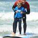 Josh Bowman tanítgat a szörftáborban