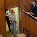 A tárgyalást a Budapest Környéki Törvényszék tágas földszinti tárgyalójában tartották.