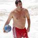 Adam Sandler az óceánban labdával