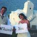 Ez a kép valószínűleg katasztrofális nászútjukon készült pár hónappal később Mexikóban, de valamiért esküvői ruhában vannak