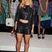 AnnaSophia Robb a köldökvillantós divattal kombinálta a bőrshortot.