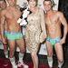 A fiúk karácsonyi hangulatban Carolyn Hennessy színésznővel