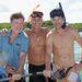 Alan Thicke, Steven Bauer és Slade Smiley sertéssel strandol
