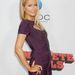 Úgy domborítja a hasát, hogy ha Jennifer Aniston lenne, azt hinnék, terhes