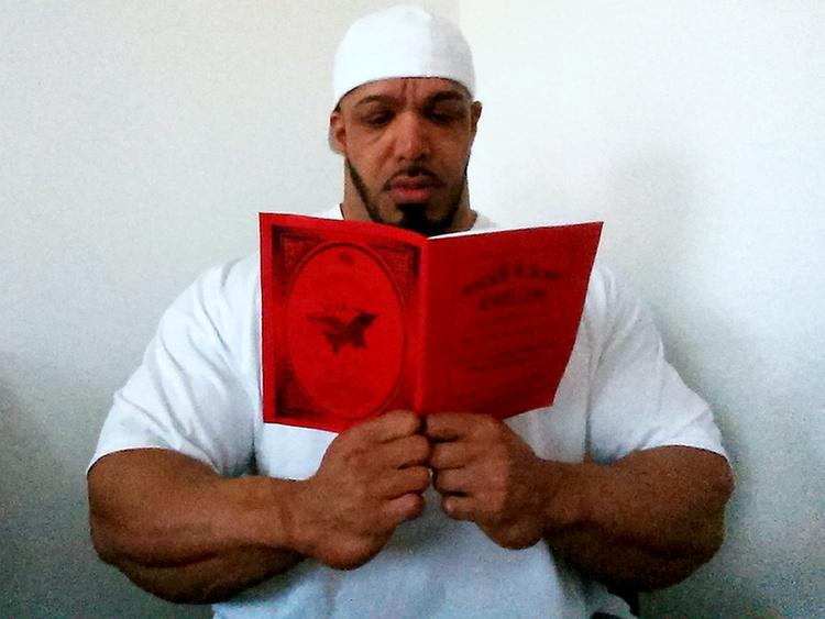 Cikkünk  Muzulmán férfi lett a brit body-bajnok. Jön még kép! Zack Khan  ezzel a fotóval szeretné illusztrálni 5a7b35bc21