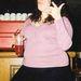 Kirsty Thomson egy pohár itallal