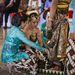 A ceremónia részeként a menyasszony megmossa a vőlegény lábát