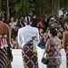 A vőlegény megérkezett leendő apósáékhoz – fotózza is a nép rendesen