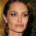 Jolie közelről