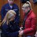 A vádlott amúgy piros pufidzsekiben, alaposan kisminkelve, szokásosan copfba kötött hajjal jelent meg tárgyalásán, ahol kettőnél több ember halálát okozó ittas járművezetéssel vádolják.