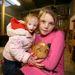 Charlotte Garside, a világ legkisebb kislánya, hatéves, 68 centis és alig 4 kilós és egy olyan ritka rendellenesség (a primordiális törpeség) speciális fajtája miatt ilyen kicsi, hogy annak még neve sincs. Annak ellenére, hogy az orvosok azt mondták a szüleinek, a kislány az egyéves kort sem fogja megélni, iskolába jár, és próbál minél teljesebb életet élni. Nemrég például ellátogatott a szüleivel egy farmra, hogy az állatokkal játsszon. A kislány ült pónin, ami hatalmas telivérnek tűnt alatta, az ölébe vett egy nyuszit, ami bernáthegyi méretűnek tűnt nála.