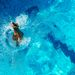 Gabriel Gomes a vízbe érkezik