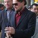 Leonardo DiCaprio új filmjét,  A Wall Street farkasát reklámozza a Writer's Guild színház előtt, Beverly Hillsben, november 30-án.