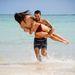 Egy újabb nap Jesse Metcalfe és barátnője, Cara Santana számára a strandon Mexikóban