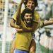 Socrates örül a gólnak, a nyakában Zico az 1986-os, mexikói VB-n