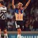 És még egy fotó Jürgen Klinsmannról, bár itt nem örül, mert éppen kikaptak Horvátországtól – a mezét azért levette