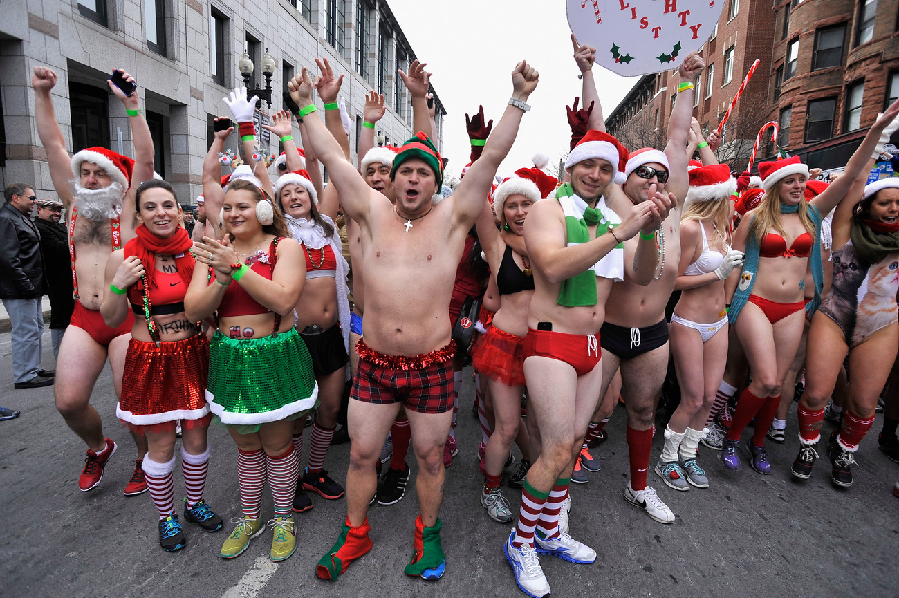 700 futó rohant végig Boston utcáin lenge Mikulás-ruhában, nyolc fokban