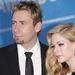 Avril Lavigne férje, Chad Kroeger is zenész, a Nickleback együttes frontembere. Az esküvő július 1-jén volt Franciaországban