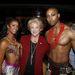 Carolyn Goodman, Las Vegas polgármesternője a Cirque du Soleil artistáival pózol