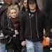 Hilary Duff 22 éves volt, amikor 2010-ben hozzáment Mike Comrie hokijátékoshoz, aki akkor 29 éves volt. A házasság 3 és fél évig tartott, most januárban dobták be a törölközőt