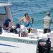 Ben Stiller búvárkodni volt, éppen átöltözik a hajón