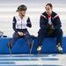 Az Egyesült Királyság csapatának gyorskorcsolyázója, Elise Christie megpihen egy edzésen Szocsiban