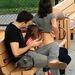 Cobie Smulders hátát csekkolja a családja.