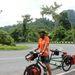 Malajziában (úgy látszik, általában a feleség fényképezett és a férj modellkedett)