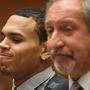 2010-be ugrunk: Brown és Geragos egy meghallgatáson vettek részt, amin a bíróság értékelte a próbaidős viselkedést.