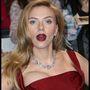 Scarlett Johansson gigadekoltázzsal érkezett az Amerika Kapitány új részének londoni premierjére.