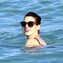 De Hathaway így is a habokba vetette magát.