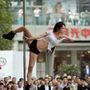 A kínai nagyváros egy plázája előtt versenyeztették meg a környék legjobbjait.