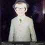 Szemüvegben és kalapban, alig lehet öt éves.