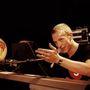 Chris Martin 2000-ben, a Coldplay első komolyabb sikerei idején. Ekkor 23 éves volt