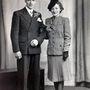 És mutatjuk a harmadik pár történetéhez tartozó képeket is, Aquila és Catherine Brant portréja az esküvőjük napján: 1942. április 8-án