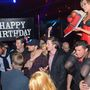 Csajok és melltorta – ez Alex Pettyfer születésnapja!