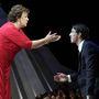 2012: Debbie Phelps, Michael édesanyja ad puszit egy divatbemutatón a lurkónak.