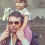 Az édesapjával, Anthony William Adamsszel