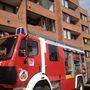 Óbudán egy többlakásos társasház egyik első emeleti lakása kigyulladt. Az elsődleges szakértői vizsgálatok szerint a konyhában keletkezhetett a tűz.