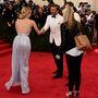 David Beckham mindenkivel kezet fogott, itt például Diane Krugerrel (messzebb nem tudott állni?)