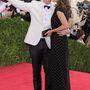 Christy Turlington és férje szelfiznek