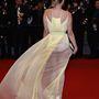 Beatrice Rosen francia-amerikai színésző ruháját komolyan módosította a szél