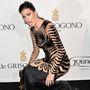 Elisabetta Gregoraci olasz tévés-modell kicsit szerencsétlenkedett a ruhájával.