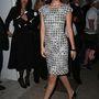 Palvin Barbara ebben a ruhában érkezett meg a Vanity Fair és a Chanel közös vacsorájára. Tudják, ott fotózkodott Eva Longoriával, Andy Vajnával és Karl Lagerfelddel.
