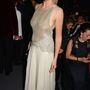 Lara Stone holland modell nemigen tehetett volna rosszabbat a melleivel, mint ez a ruha.