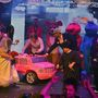 Mini Kim Kardashian rózsaszín limuzinnal érkezett a mennyegzőre