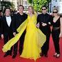 Quentin Tarantino, Uma Thurman, Lawrence Bender, John Travolta, Kelly Preston éppen megérkezik a hatvanhetedik Cannes-i Filmfesztiválra, idén