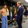 Vilmos herceg Steven Gerrarddal, az angol válogatott vezetőjével beszélget